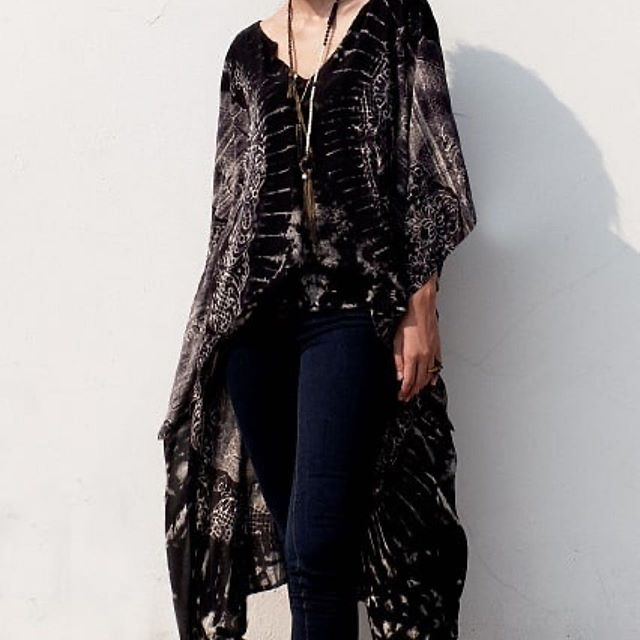 #Repost @monzoon_leather_clothing ・・・ Hi Low Rayon Blouse  Effortless  Movement and Style with this Unique Summer Piece  Want it? 📌Privat Showrooms in Poblenou, Barcelona 📌Whatsapp me: +34 695720058  #summer #styleoftheday #always #free #freefit #blouse #kaftan #tunics #bohoelegance #bohochic #howwedress #monday #mood #ibiza #ibizatimes #verano #2019 #poblenou #poblenouurbandistric #clothingbrand #clothing #onesize #worldclothing
