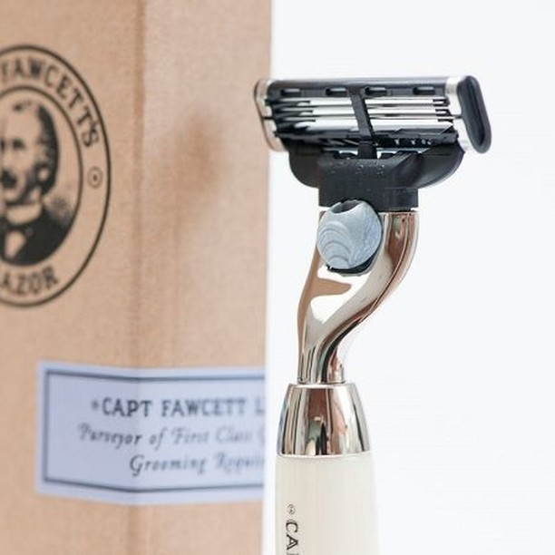 💈@captainfawcett . . . #barbershop #barber #barberlife #barbershopconnect #haircut #hair #hairstyle #fade #barbers #beard #barbering #barberlove #nice #menshair #style #cannes #hairstyles #fashion #conceptstore #shop #barba #barbearia #barberworld #men #thebarberpost #frenchriviera #madamemonsieurofficial