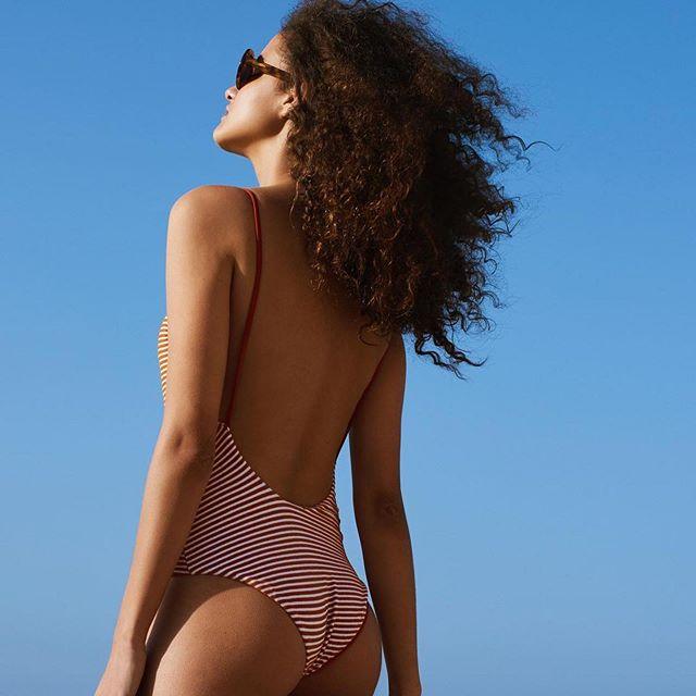 Allez c'est encore l'été ! cheveux bouclés et maillot @albertineswim . . #kevinmurphy #polygoneriviera #summer #curlynaturalhair #coiffeur #sunday #maillotdebain #weekend #maillotunepièce #madame #vacances