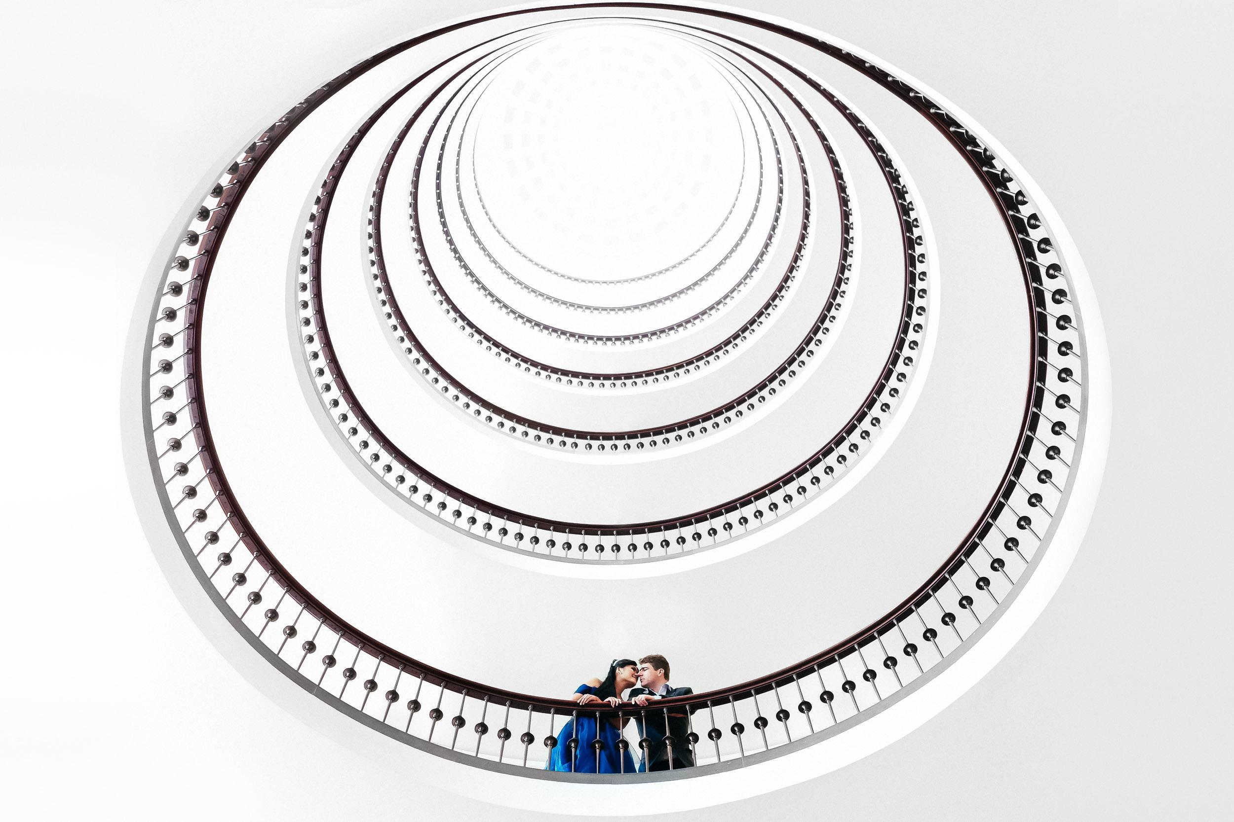 bryllupsfotograf-brudepar-trappe-axelborg.jpg
