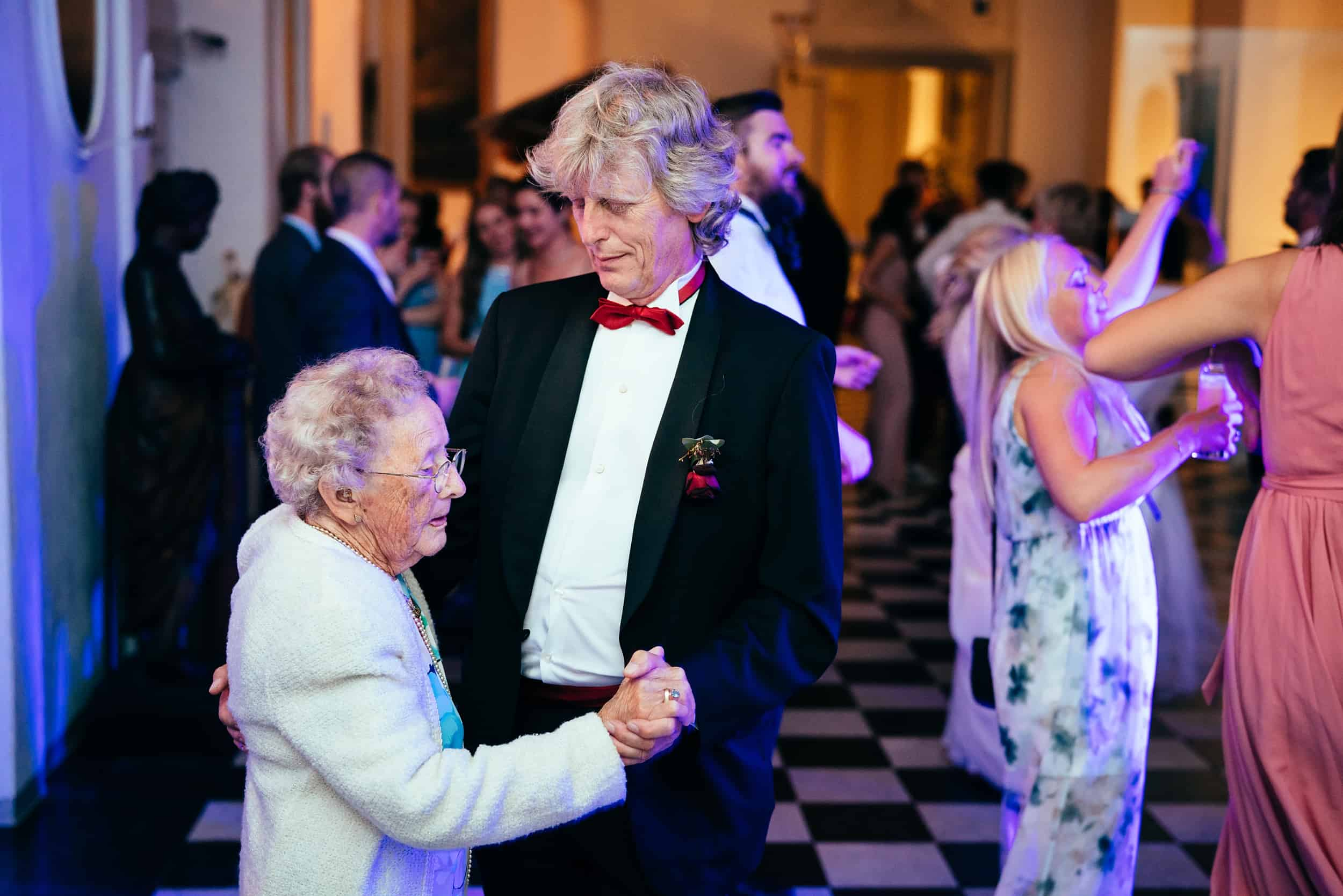 far-danser-med-bedstemor.jpg
