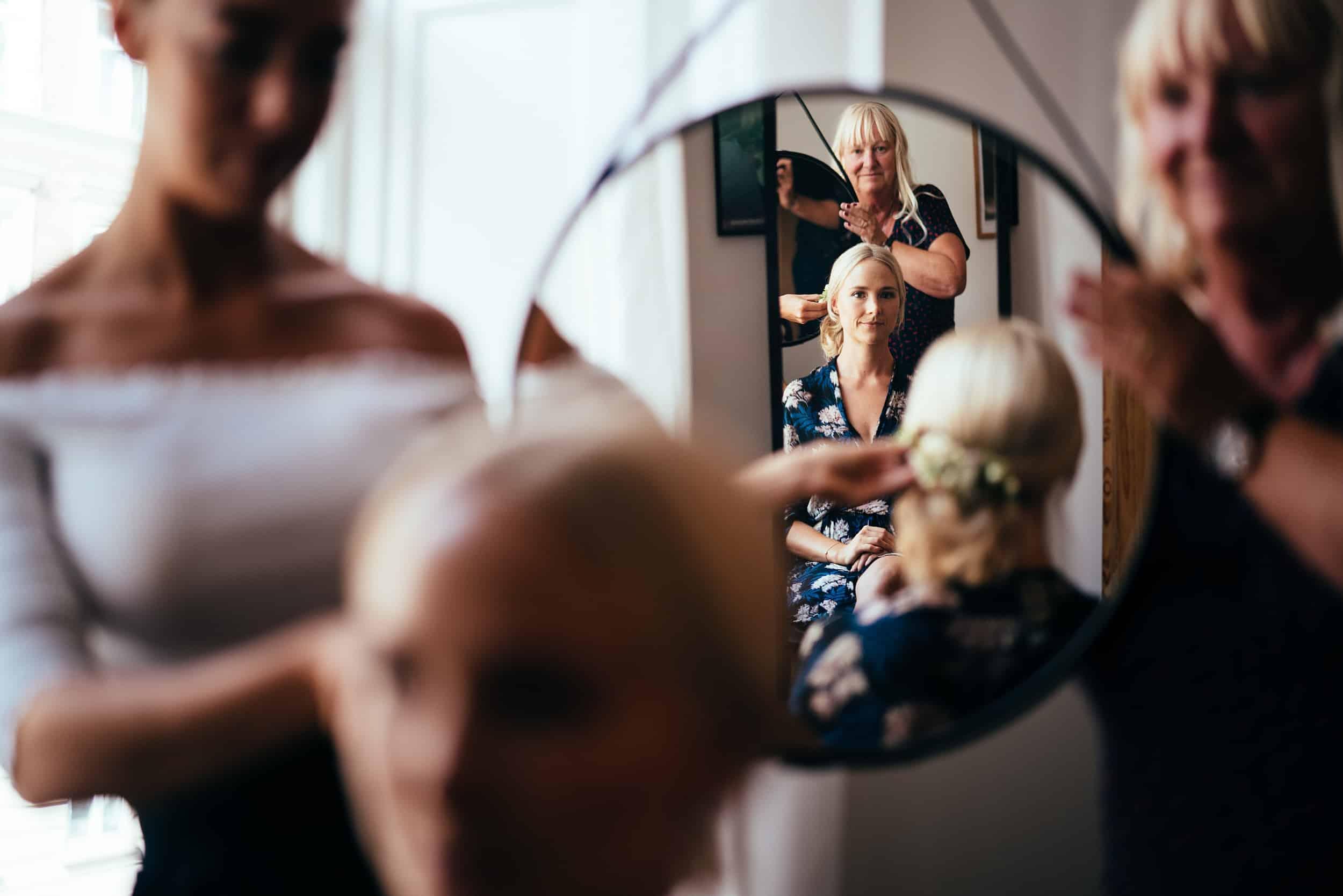 brud-ser-sig-selv-i-spejlet.jpg