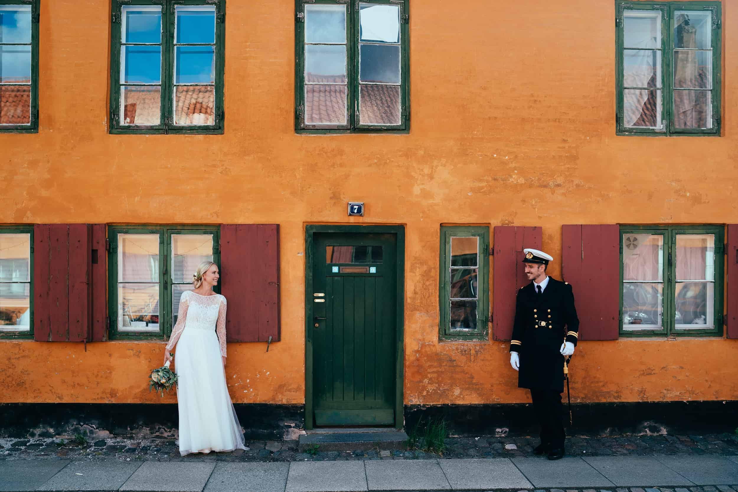 bryllupsfotograf-nyboder-orange-hus.jpg