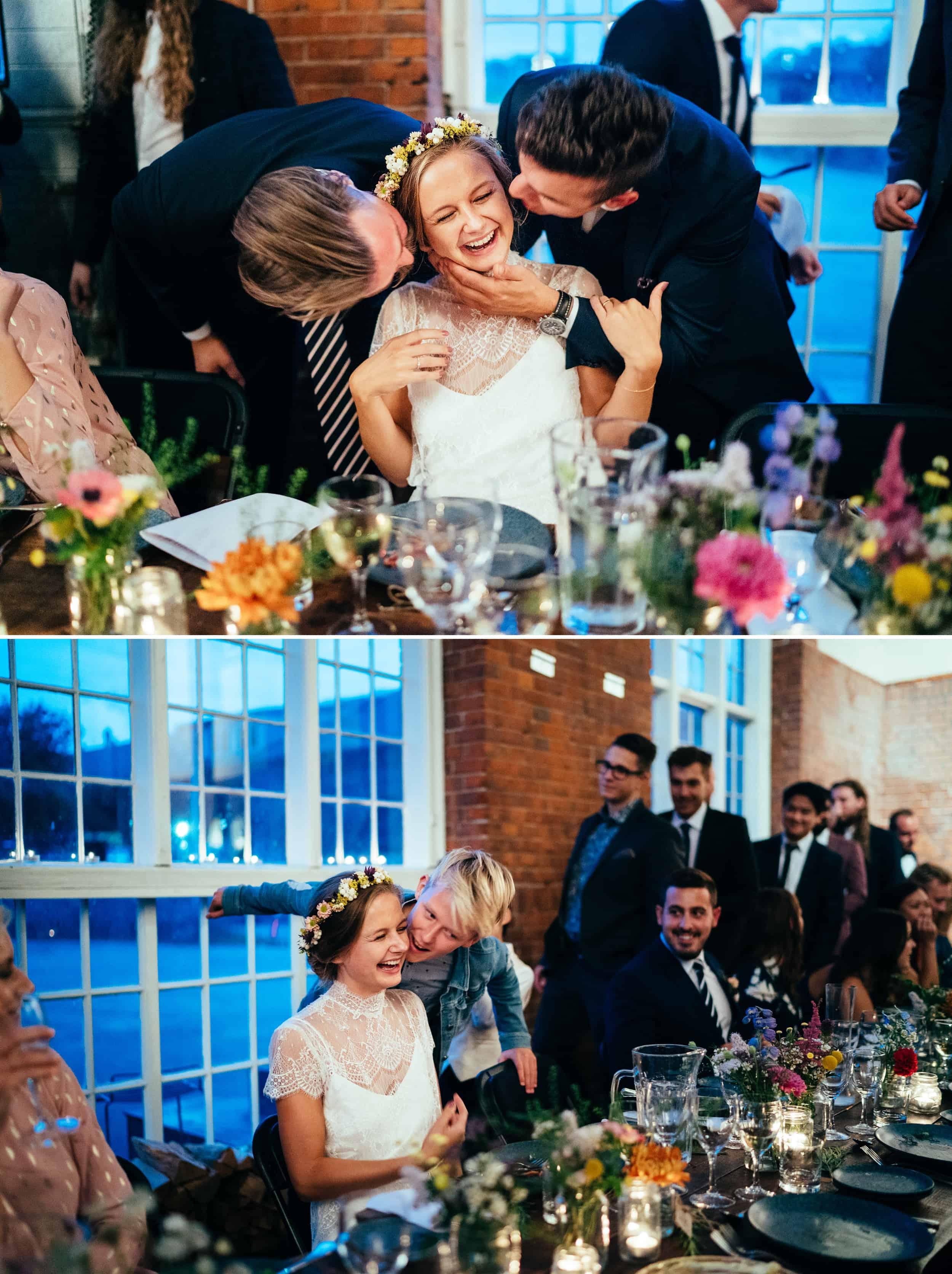 brud-bliver-kysset-af-bryllupsgæster.jpg