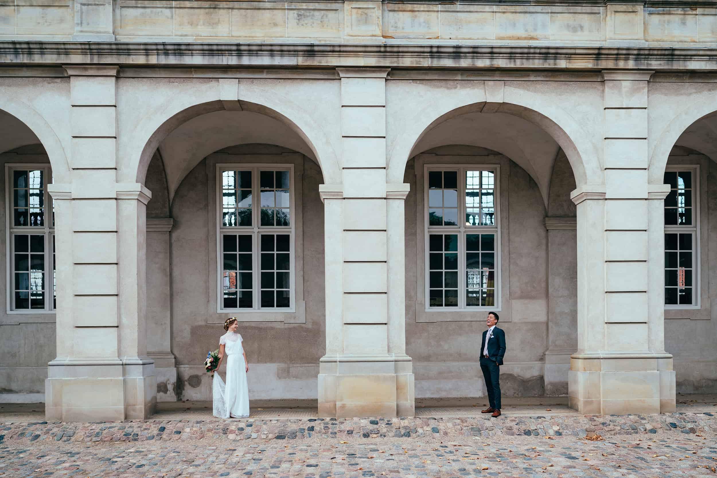 brudepar-ved-christiansborg-søjlegangene-christiansborg.jpg