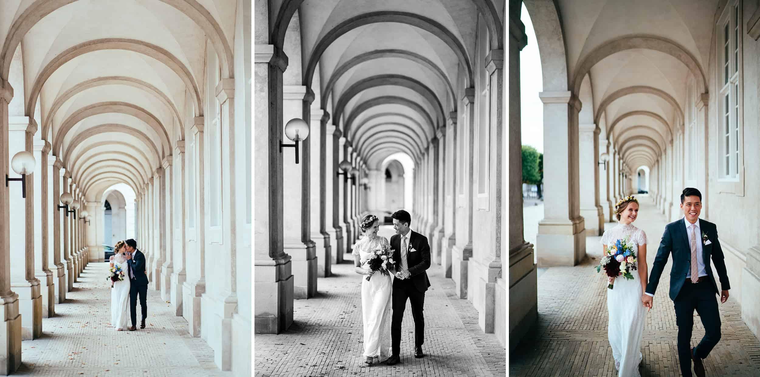 brudepar-ved-ridebanerne-ved-christiansborg-bryllupsfotograf.jpg