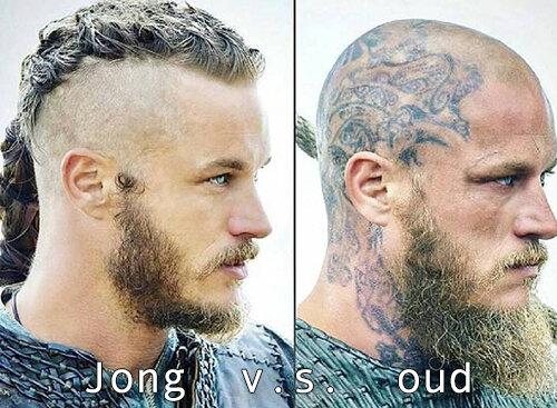 Jonge Ragnar zonder zichtbare tattoos links v.s. oude Ragnar met veel zichtbare tattoos