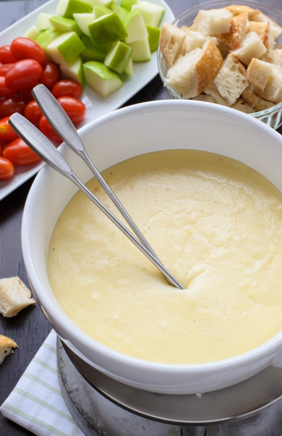 The-best-cheese-fondue-recipe.-So-easy-and-your-friends-will-be-totally-impressed-Includes-tips-and-what-to-dip-in-cheese-fondue-too.jpg