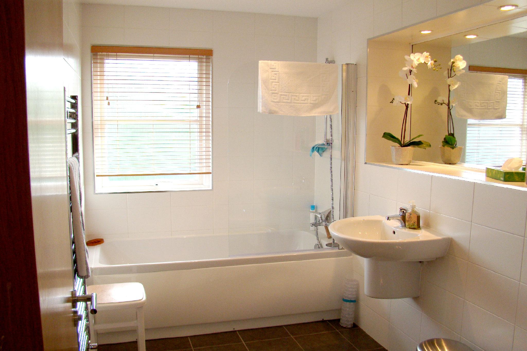 The_Hoolet_Crieff-Family-Bathroom.jpg