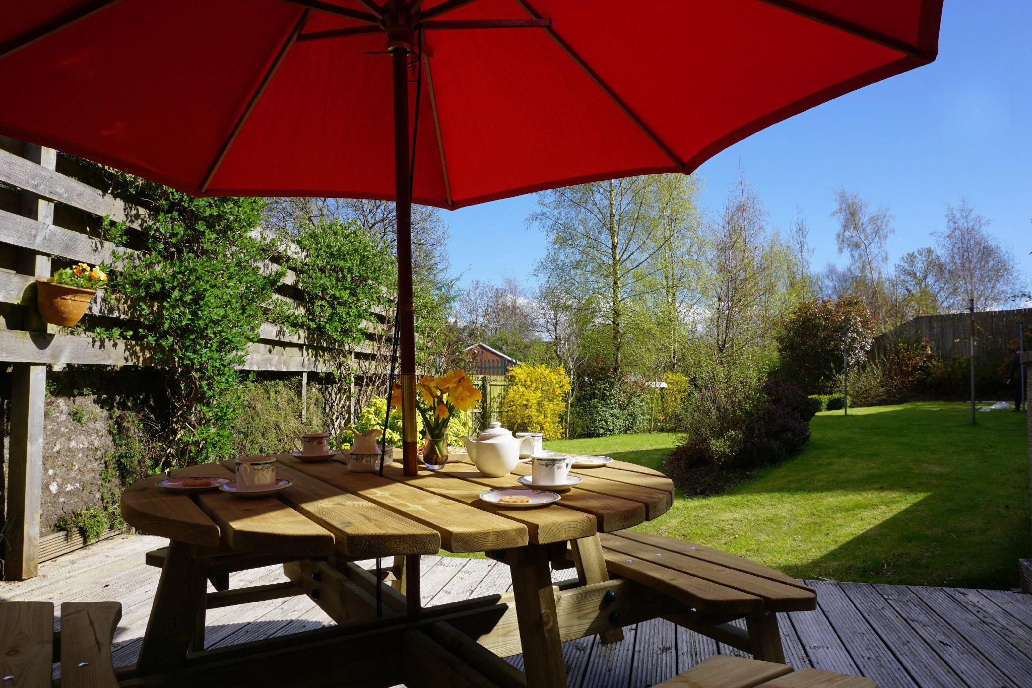 The_Hoolet_Crieff-Garden_Deck-1.jpg