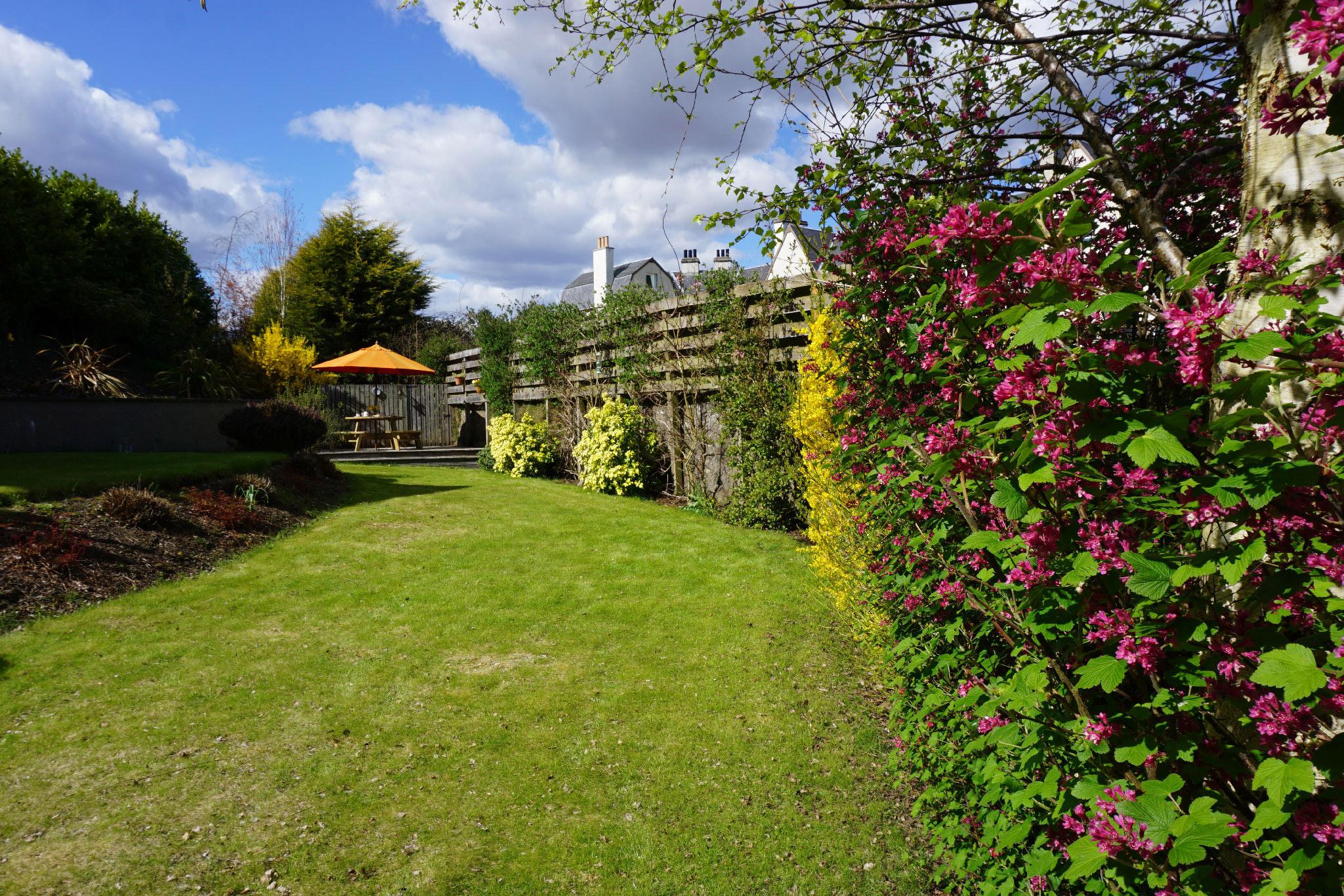 The_Hoolet_Crieff-Garden-1.jpg