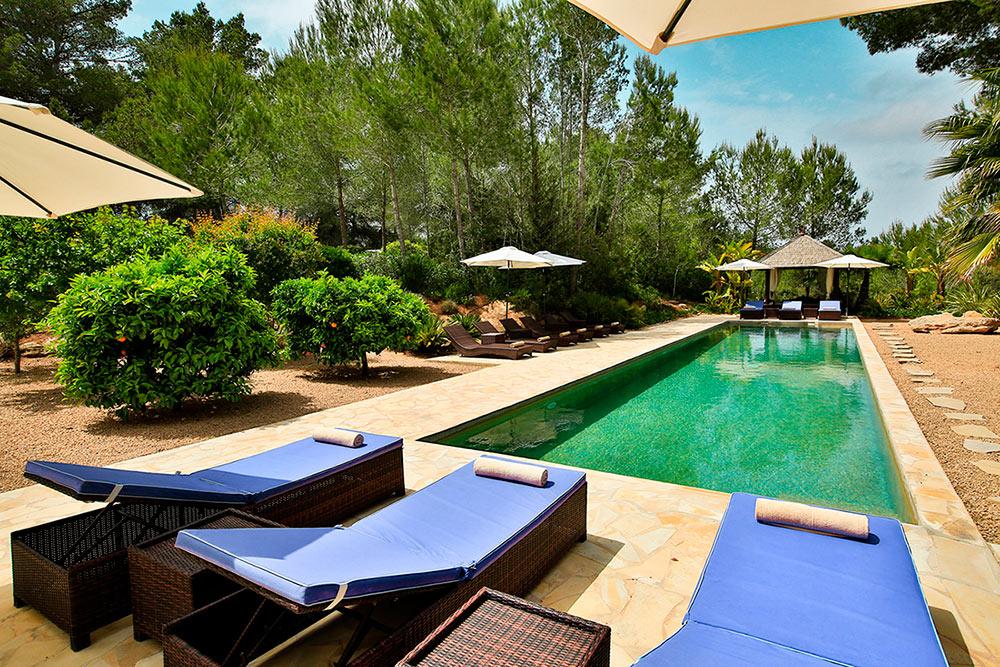 can_amonita_Ibiza_pool