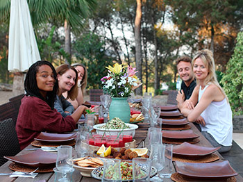 ibiza_yoga_retreat_brunch_outdoors