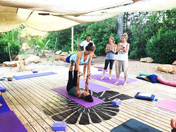 yoga_retreat_Ibiza_partner_yoga