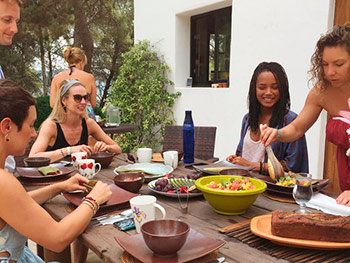 Harmonic_Escapes_Ibiza_Yoga_brunch_outdoors_retreat