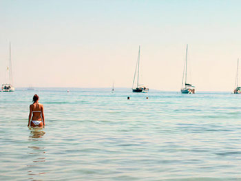 Harmonic_Escapes_Ibiza_Yoga_swimming
