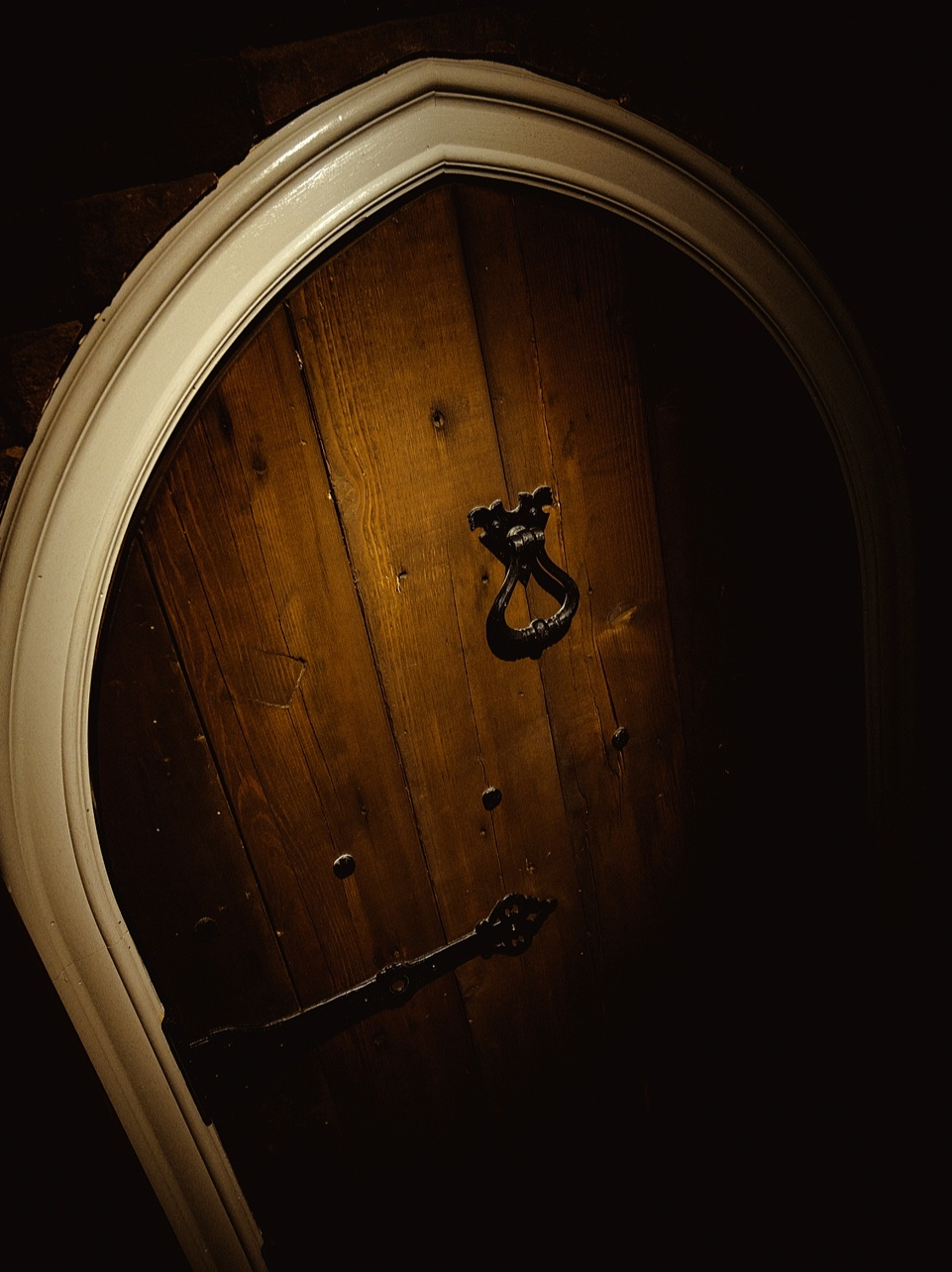 bar-trauma-gothic-door.jpg