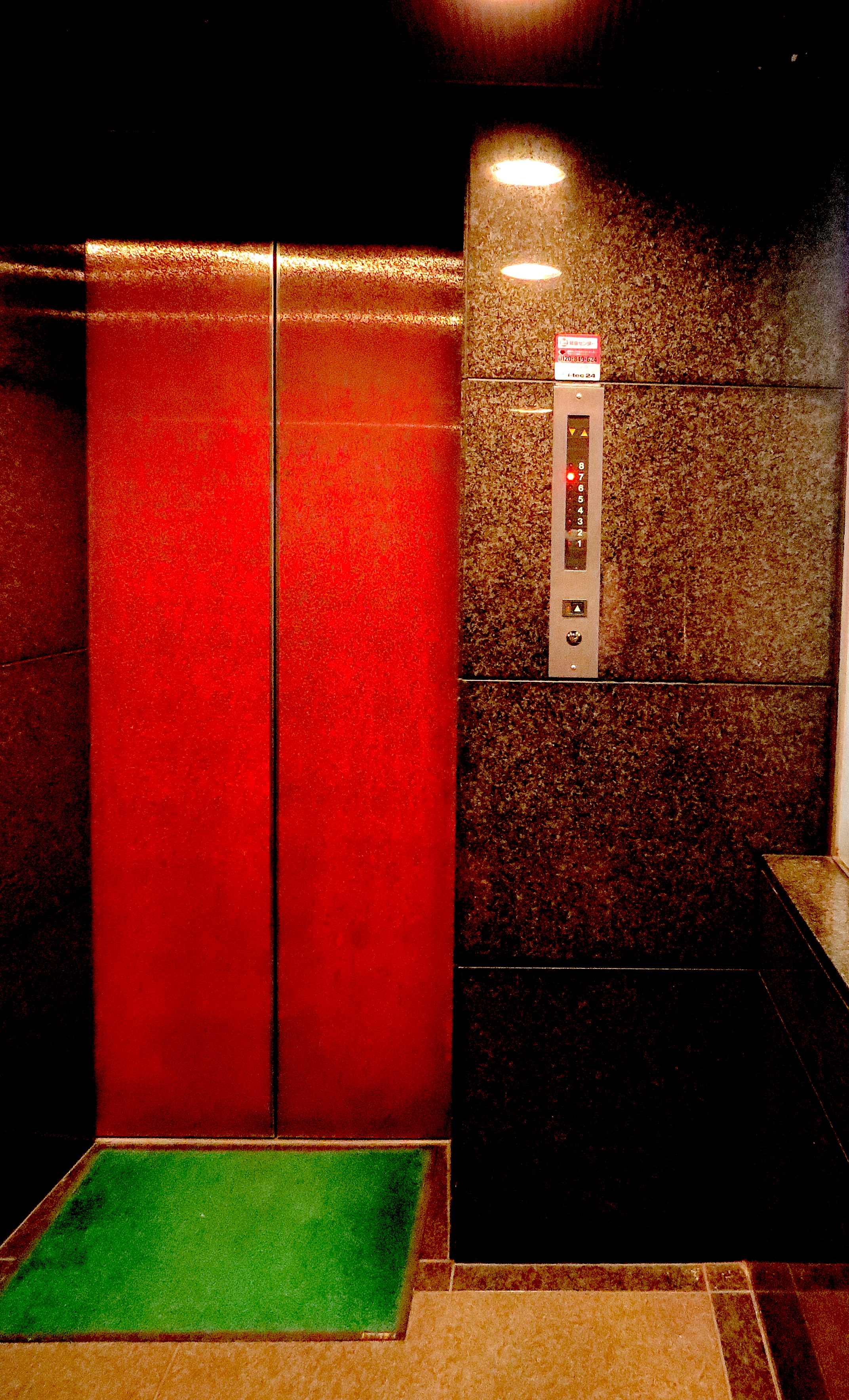 bar-trauma-ebisu-elevator.JPG