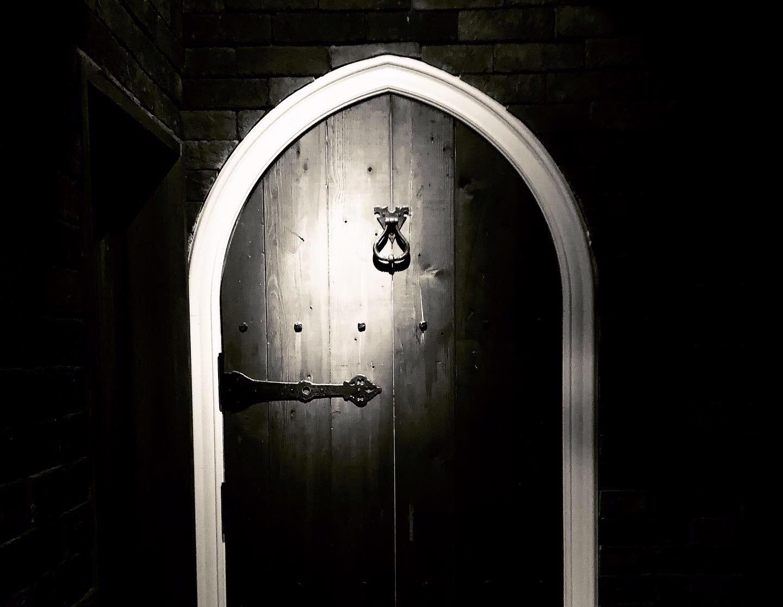 bar-trauma-door-gothic.jpg