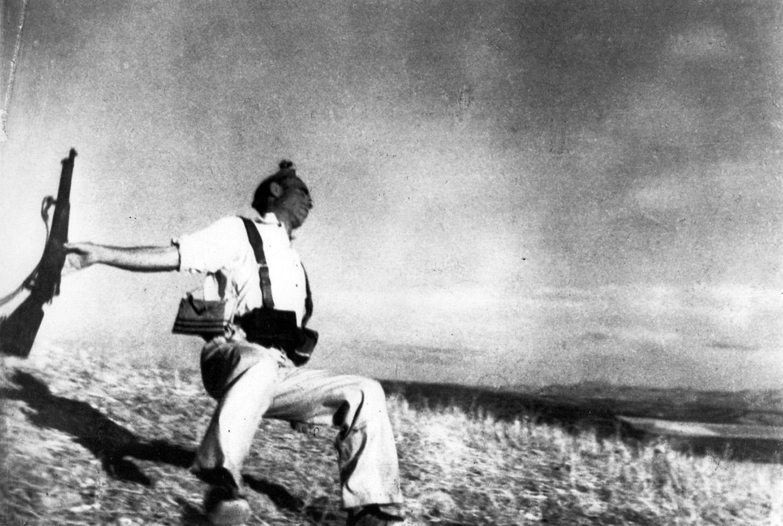 Robert Capa, Falling Loyalist Soldier, 1936