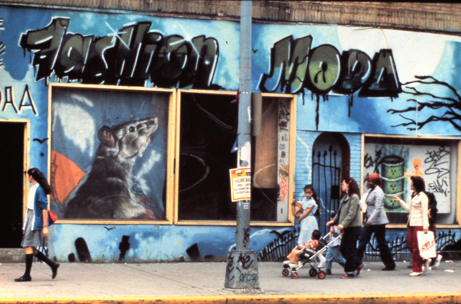 Exterior of Fashion/Moda with mural by Crash, 1982. Photo by Lisa Kahane