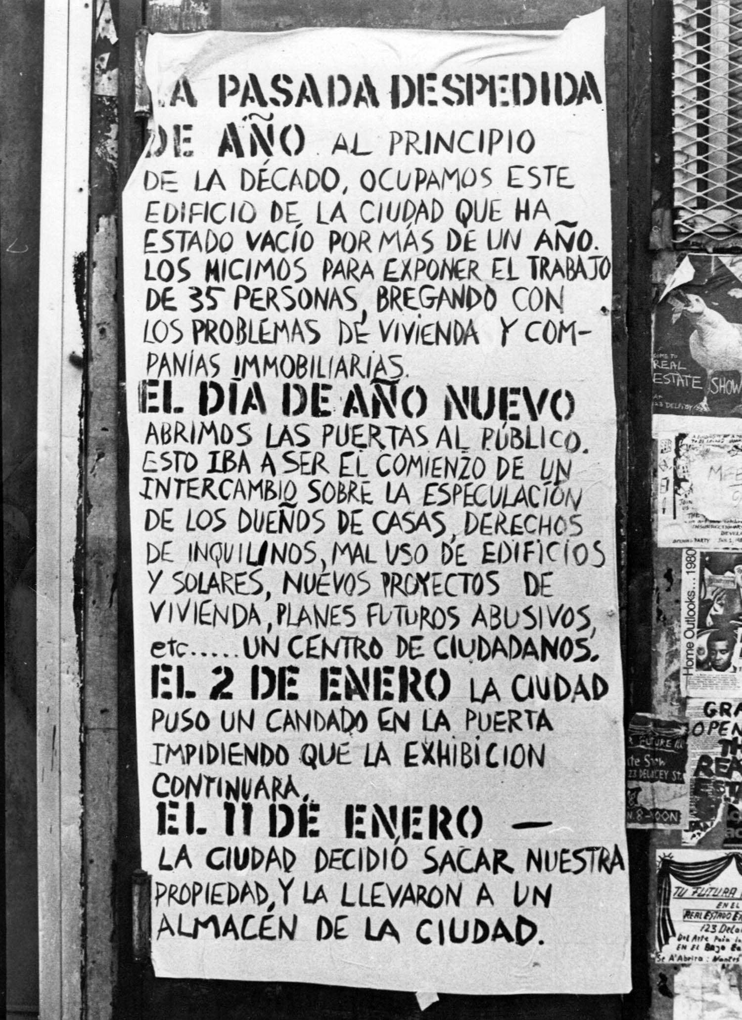 Hand written poster outside the Real Estate Show by Becky Howland (Spanish)
