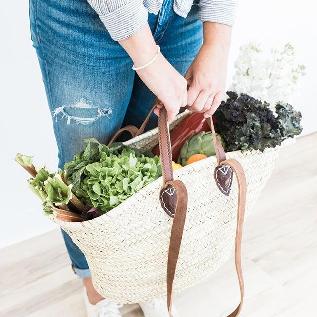 """They say a budget is telling your money where to go - I say the same thing for food prep. It is designating a ""home"" for everything you spend your hard earned dollars on so that you can cut back on waste and actually eat simple, healthy meals consistently."" ⁠ _⁠ ⁠ I just sent an email out to all our email subscribers with some meal planning tips and what our week of dinners looks like this week! Plus, A FLASH SALE on our resource, ""Simplify and Master Your Meal Times"". Grab it now for $29 instead of $39. Sale ends in a few hours! ⁠ _⁠ ⁠ #Sunday #FoodPrep #mealPlanning #FamilyLife #Healthy #mealprep #mealplan #mealprepping #healthyeating #nutrition #realfood #mealprepideas #foodie #mealprepsunday #cleaneats #healthychoices #paleo #eatclean"