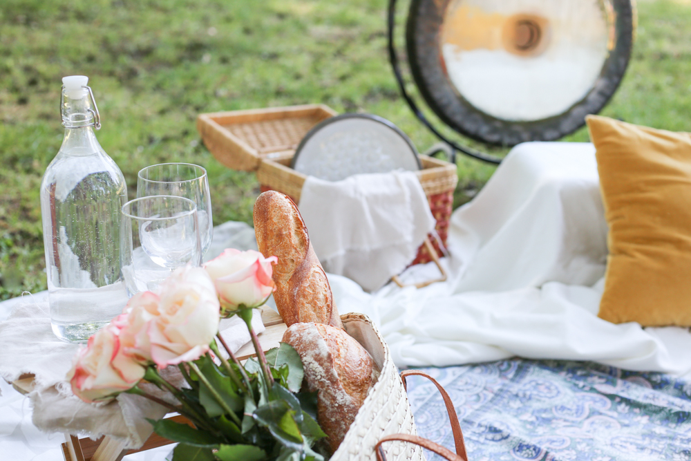 11 Tips for Hosting an Idyllic Summer Picnic -