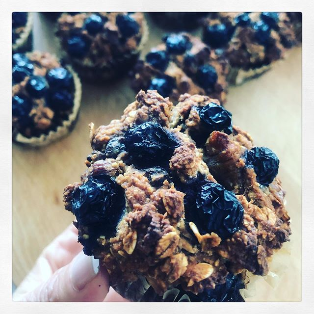 OAT, FLAX, CHIA BLUEBERRY MUFFINS.  Super quick and easy to whip up! All you need is a large bowl and a spoon 🥄, gluten free oats, almond meal, bananas, oat milk, flax seeds, flax meal, chia seeds, almond butter, blueberries or raspberries, cinnamon,  and baking soda.  Recipe on my blog. Link in bio.  #blueberrymuffins #vegan #healthyfood #plantbased #nutrition #food #breakfast