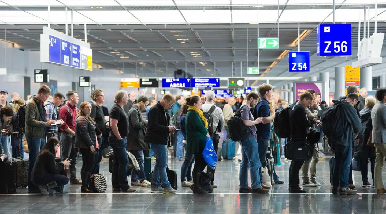 Airport check-in queue.jpg