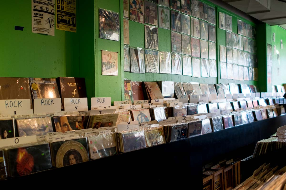 VINAL EDGE - 239 W 19th St, Houston, TX 77008Independently owned record & CD shop serving the masses since 1985. Deep selection of used records, tapes, CDs plus local shows.