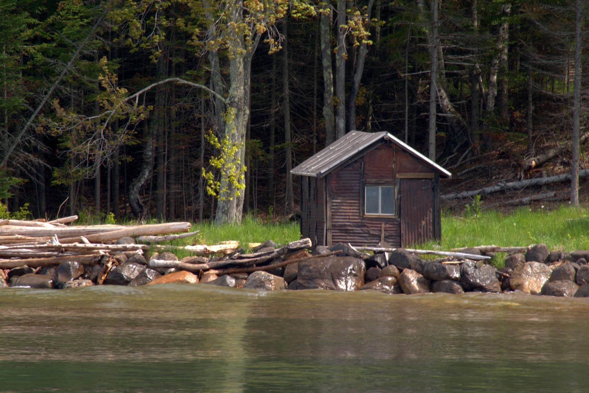 manitou-island-fish-camp-cabin-3532419_1920.jpg