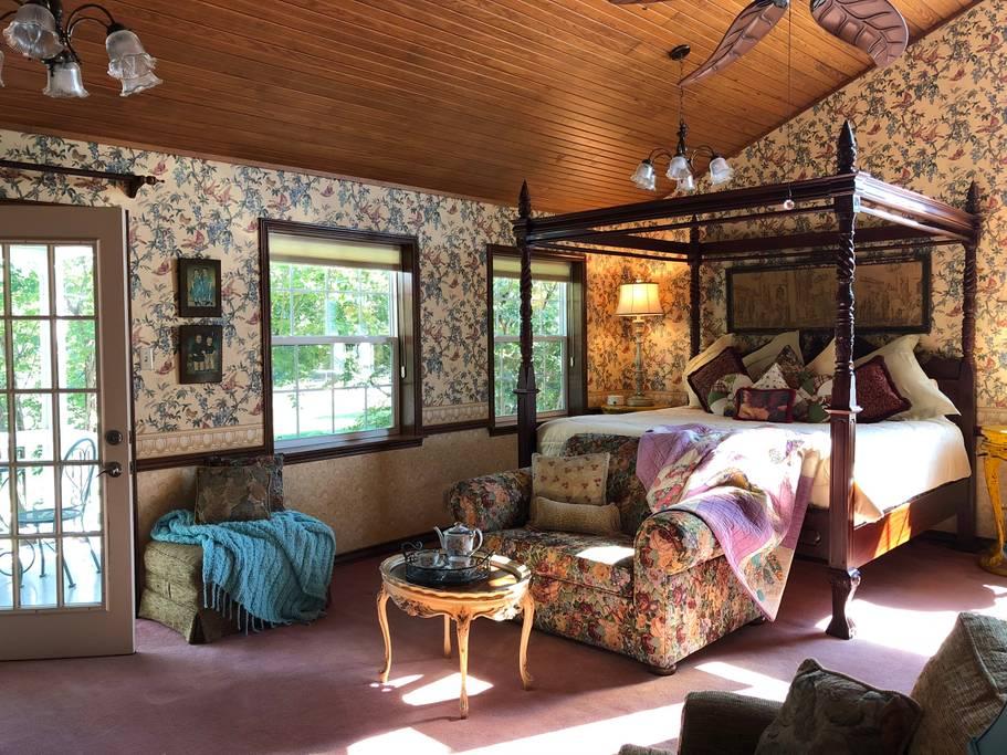 Fall-Farm-Country-Inn-Mineola-Texas-Suite-BnB-5.jpg