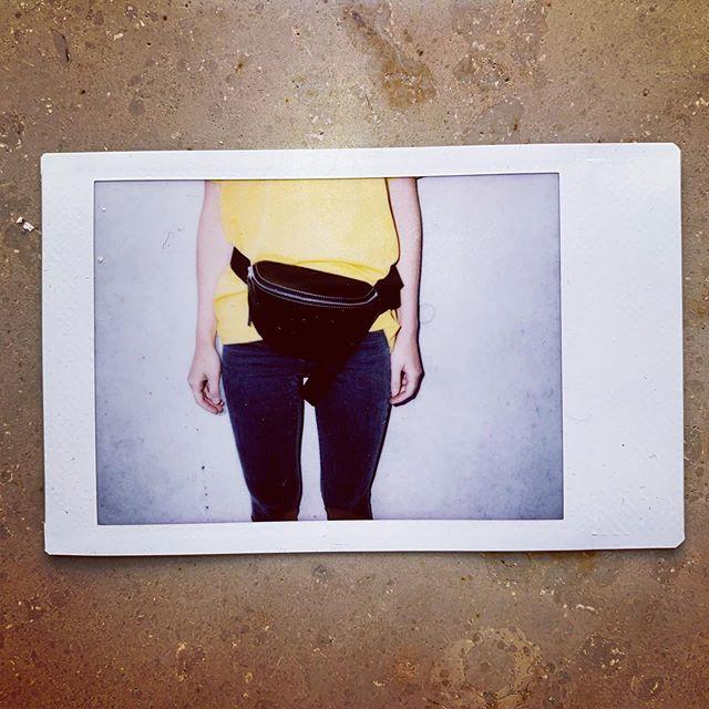 #gürteltasche #bauchtasche #fannypack #hipbag #leather #littlebag #leder #handmadeingermany #madeingermany #madeinmunich #accessories #design #style #instafashion #bags #fair #90s #streetstyle #madewell #fashiondaily #fashionaddict #minimalism #minimalfashion #unisex #fashion #deutschland #münchen