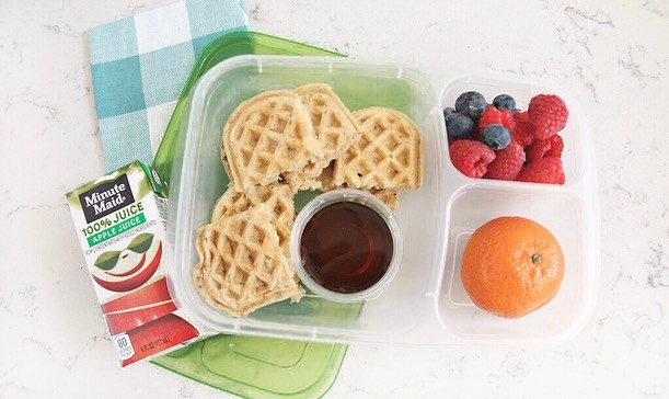 The kids are out of school for the summer and the pressure for lunch is on! - Road trips, vacations, outdoor adventures, exploration and fun activities, make lunches easy with 5 of our favorite kid friendly lunch recipes. - 1. Protein Waffles & Fruit 2. PB&J Strawberry Kabobs 3. Create Your Own Lunchable 4. Mini Pizzas 5. Turkey Sandwich on a Mini Bagel - For the full recipe to each meal, click the link in our bio and subscribe to our email list! - - - - - #dynamiclifestylesolutions #iam1stphorm #1stphorm #kidsmealprep #kidslunchideas #kidslunch #summermealprep #easymealprep #mealprepping #iifymcoach #functionalnutrition #nutritioneducation #wellnesscoach #tampa #tampabay #southtampa #tampafitness #southtampamoms #verobeach