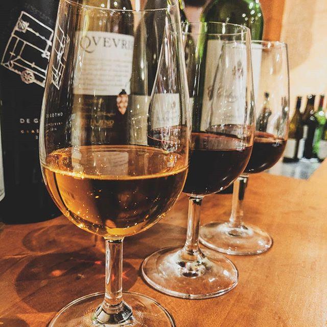 🍷 Baccuksen jokakeväinen Viinikoulu on pian taas täällä! Haluaisitko syventää omaa viinitietämystäsi ja oppia viinien historiaa, valmistusta sekä oikeaoppimista maistamista? Tai kenties haluat vain päästä nauttimaan hyvistä viineistä parhaassa seurassa?  Oli syy mikä tahansa, maaliskuussa Sinulla on mahdollisuus päästä opiskelemaan lisää viineistä kolmena tiistaina peräkkäin! Lisäinfoa ja ilmoittautumisohjeet löydät löydät Baccuksen Facebook-sivuilta Viinikoulu 2019-tapahtumasta.  Nähdään taas maaliskuussa! ✨🍷✨