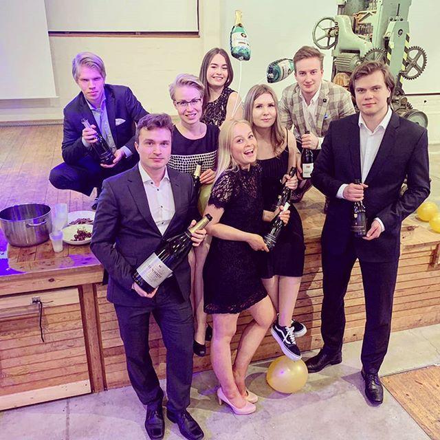 Baccuksen hallitus kiittää kaikkia eiliseen Sparkling Nightiin osallistujia! ✨💫 Ilta oli kerrassaan onnistunut ja mahtava🥂🍾 Oikein hyvää ja kuplivaa vappua!!