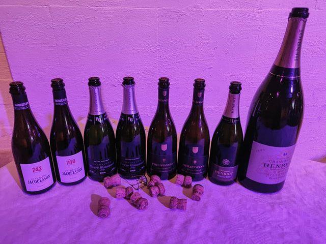 Eilen vertailtiin samppanjoiden eri vuosikertoja ja illan kruunasi Henriot Millésimé Champagne Brut Jeroboam 1996. 🍾