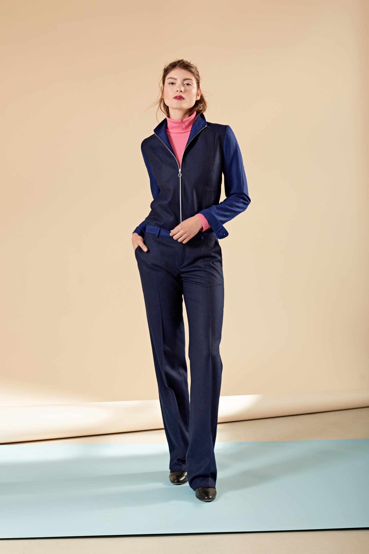 Anzug mit kurzer Jacke
