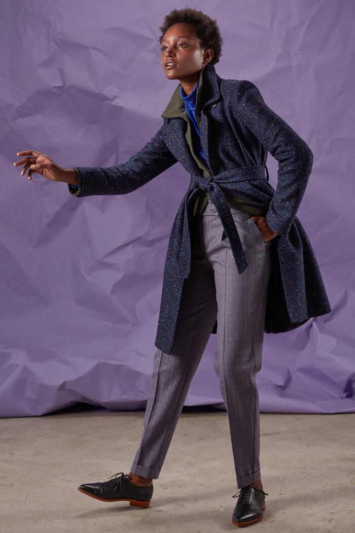 Gesprenkelter blauer Trenchcoat in wunderschöner Tweedoptik.