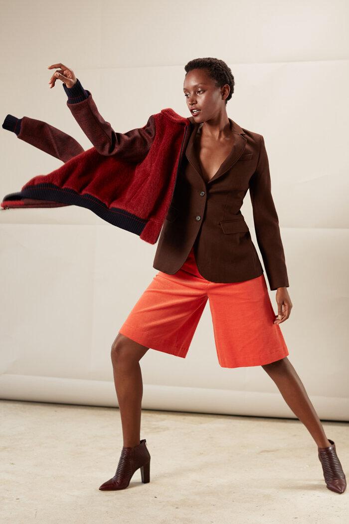 Taillierter, langer Schurwollblazer mit Hosenrock