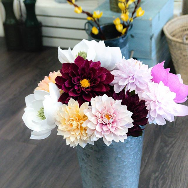 I have a good friend Anna from @oldfrond - an insanely talented wedding florist - who shares some flowers with me so I can study them. So I can improve my craft of paper flowers. Just thinking today how cool it is to have a friend in the biz of live flowers who so graciously shares with me, a lady in the paper flower biz. . . . #seasonalflowers  #handcrafted #crepepaper #crepepaperflowers #paperflowers #dailydoseofpaper #paperartist #paperflorals #paperdesign #dsfloral #underthefloralspell #allthingsbotanical #botanicalart #fineartflowers #seedscolor #livecreatively #pursuepretty #papernotpicked #inspiredbynature #craftsposure #weddingflowers #handcraftedbotanicals #paperpetalshsv