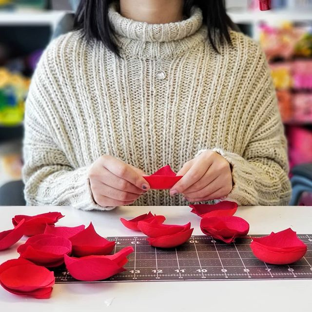 Come join us for our 1st workshop in our new studio #2047!! ° Next Saturday (Nov. 9) from 12 - 2:30pm we will be hosting a Classic Peony Workshop. I'm so excited to continue sharing my paper flower making techniques in this new space. So come out and bring a friend! ° Link to sign up in our profile description 🙂
