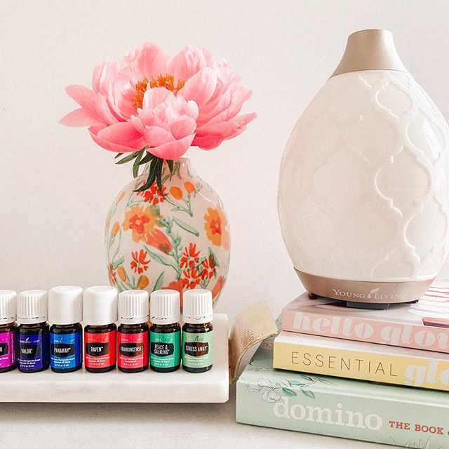 Happy Mother's Day mamas! I hope every one of you have a magical day 🦋🌷🌈 To the mama's that are not yet, that are waiting, that don't want to be, and that want it so bad, love you all! 💫 My fave gift is these magical bottles right here 🤩 Peonies and diffusers are my love language ☀️ . . . . . #happymothersday #essentialoils #younglivingessentialoils #yleo #premiumstarterkit #peonies #peoniesaremyfavorite #sodomino #flashesofdelight #jacimariepresets #helloglow #essentialglow