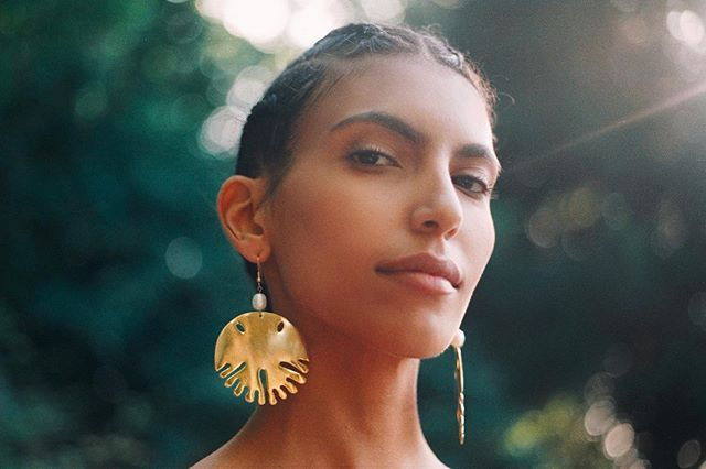 Sea flavors in the shapes of a sand dollar shell which is basically an urchin skeleton — shop now our Dola earrings [ONLY ONE PAIR LEFT], exclusively on www.awalestudio.com 🐡  Talent : @sasouella Photography : @youngdenerak AD & styling : @jadfardon Assistant : @merylejay  #AwaleStudio #AWL03 #SandDollar #MadeByHand #LimitedEditions #FashionPortrait