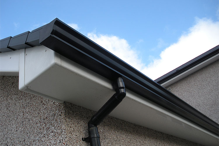 4 SIGNS YOU NEED NEW GUTTERS - ARE YOU READY TO REPLACE YOURS?