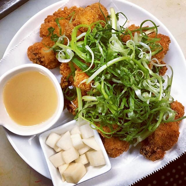 Pah Dak! The way Koreans do fried chicken! Seasonal special at the Ju now.  #friedchicken #chicagoeats #eaterchicago #andersonvillechicago #letusfeedyou #fingerlickinggood #makemondaysgreatagain #youneedthis