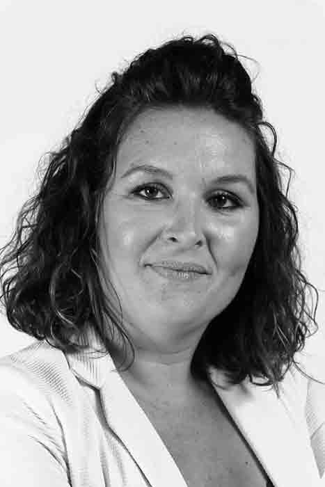 SOPHIE PEREIRA  Senior UX/UI Designer   in