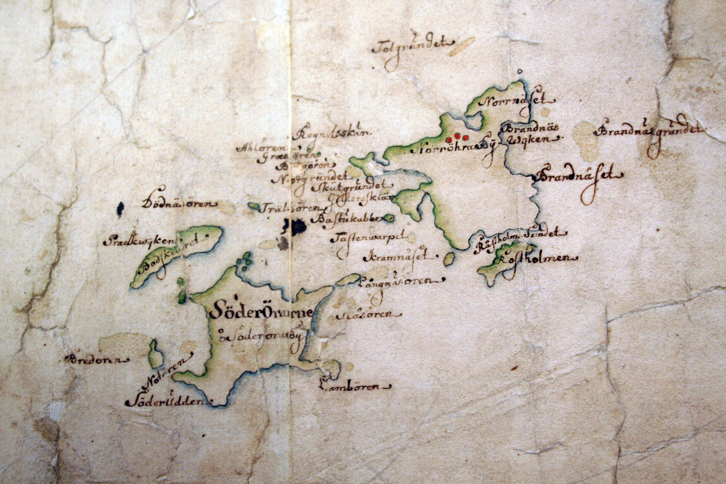 Tvillingöarna Norröra och Söderöra på Carl Gripenhielms skärgårdskarta från 1690-talet. Väderstrecken är förvridna.