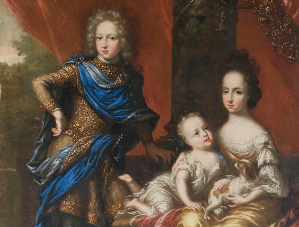 Karl XII med sina systrar Hedvig Sofia (till höger) och Ulrika Eleonora. Hedvig gifte sig med en av Karls bästa vänner, Fredrik IV av Holstein-Gottorp och blev regent i hertigdömet, men dog redan 1708, endast 27 år gammal. Den yngre Ulrika Eleonora gifte sig med en annan Fredrik, Fredrik av Hessen, och övertog kronan när Karl XII dog. Redan året därpå abdikerade hon och hennes man blev kung. Porträtt av David Klöcker Ehrenstrahl. Nationalmuseum.